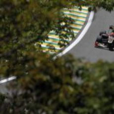 Romain Grosjean completa una vuelta más en Interlagos
