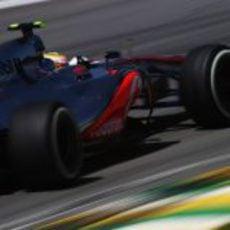 Lewis Hamilton a fondo en el GP de Brasil 2012