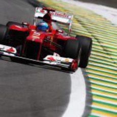 Fernando Alonso a los mandos del F2012 en el GP de Brasil 2012