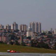 Massa en pista e Interlagos de fondo
