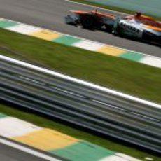 Paul di Resta prueba el ritmo del compuesto duro en Brasil