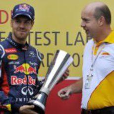 DHL entrega el premio a las vueltas rápidas 2012 a Sebastian Vettel
