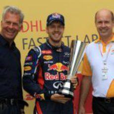 Vettel recibe el premio DHL de vueltas rápidas 2012