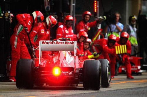 Parada en boxes de Felipe Massa en Brasil 2012