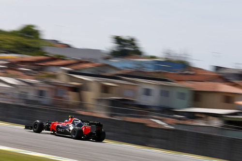Charles Pic rueda en Interlagos con Marussia