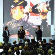 Webber, Horner, Vettel y Newey en el escenario