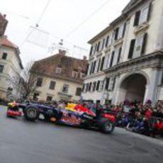 Vettel en el centro de Graz con su RB8