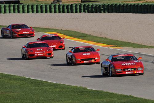 Varios modelos de Ferrari ruedan en Cheste 2012