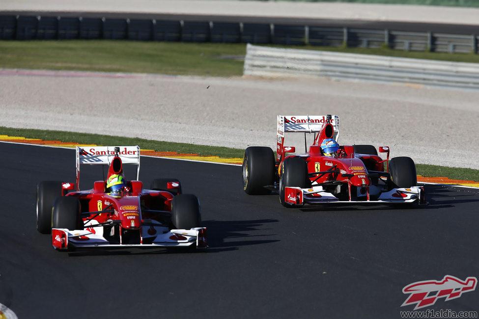 Alonso y Massa con el F60 en las Finales Mundiales de Ferrari 2012