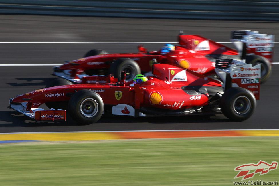 Massa y Alonso en paralelo en Cheste con el F60