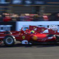 Fernando Alonso y Felipe Massa en paralelo con los F60