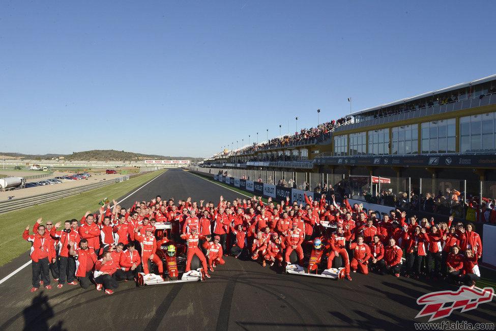 Foto de familia de Ferrari en las Finales Mundiales 2012