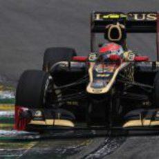 Romain Grosjean rueda con el compuesto medio en Brasil