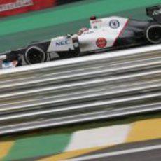 Kamui Kobayashi rueda en el circuito de Interlagos