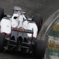 Sergio Pérez rueda en la Q1 mojada de Brasil