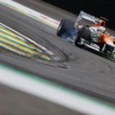 Paul di Resta se pasa de frenada en el circuito de Interlagos