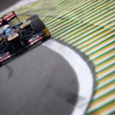Jean-Eric Vergne coge una curva en Interlagos