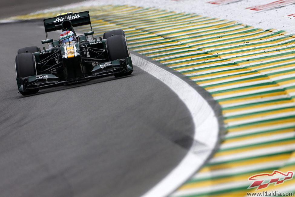 Vitaly Petrov rueda en los Libres 3 del GP de Brasil 2012
