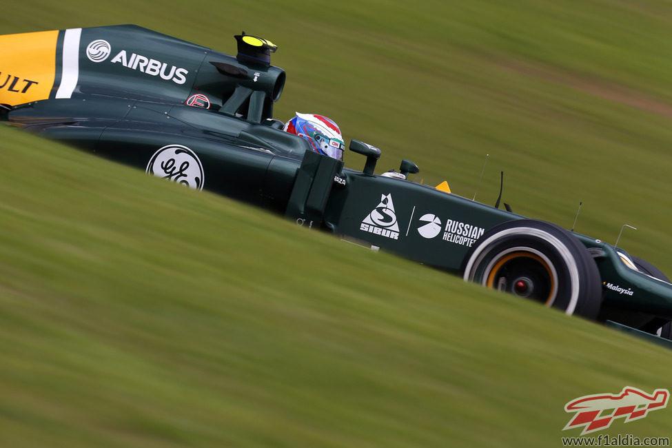 Vitaly Petrov afronta con el neumático medio la clasificación en Brasil