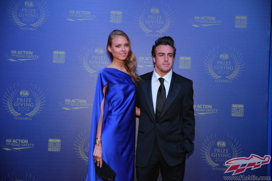 Fernando Alonso y su novia en la Gala de la FIA 2012