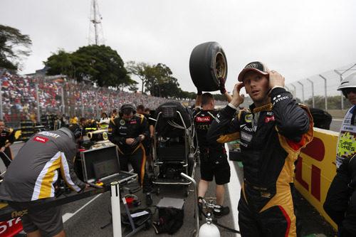 Romain Grosjean instantes antes de empezar el GP de Brasil 2012