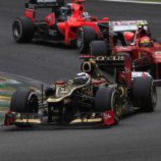 Kimi Räikkönen, por delante de Massa y Glock en Brasil
