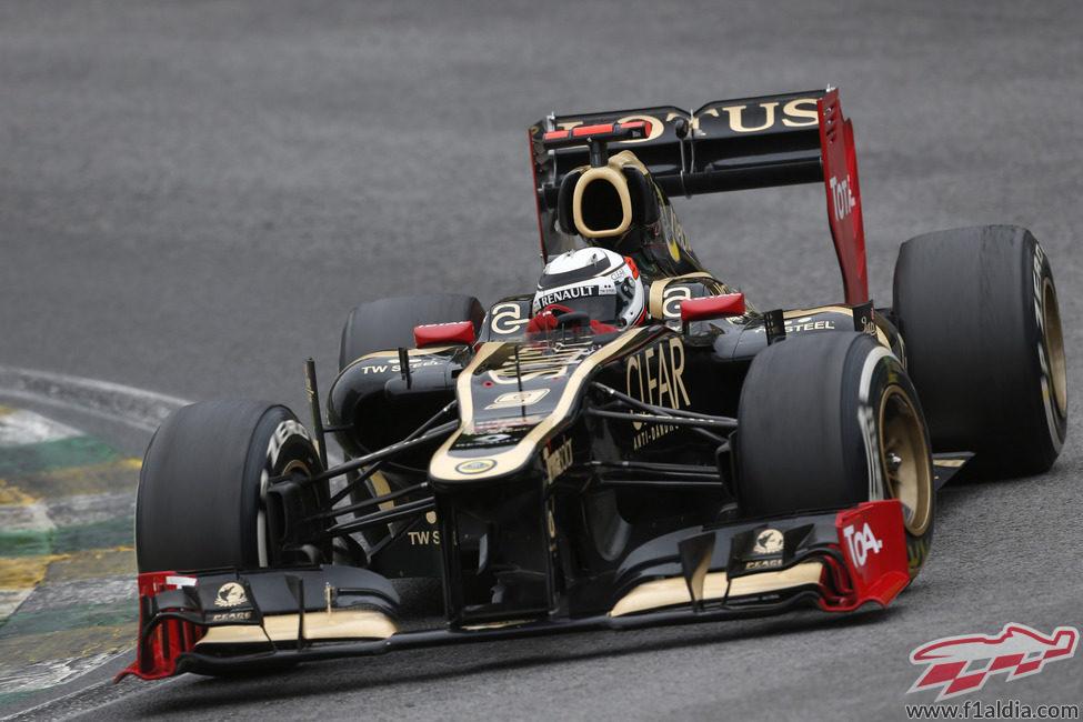 Kimi Räikkönen cruzó décimo la meta en Brasil