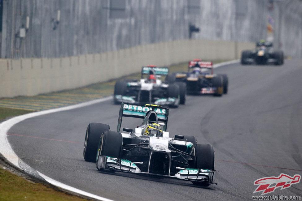 Nico Rosberg perdió ritmo en Interlagos y terminó 15º