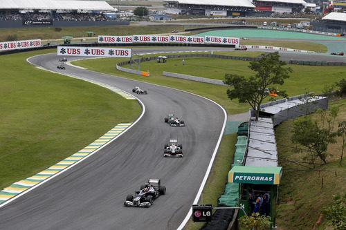 Bruno Senna lidera un grupo de monoplazas en Brasil