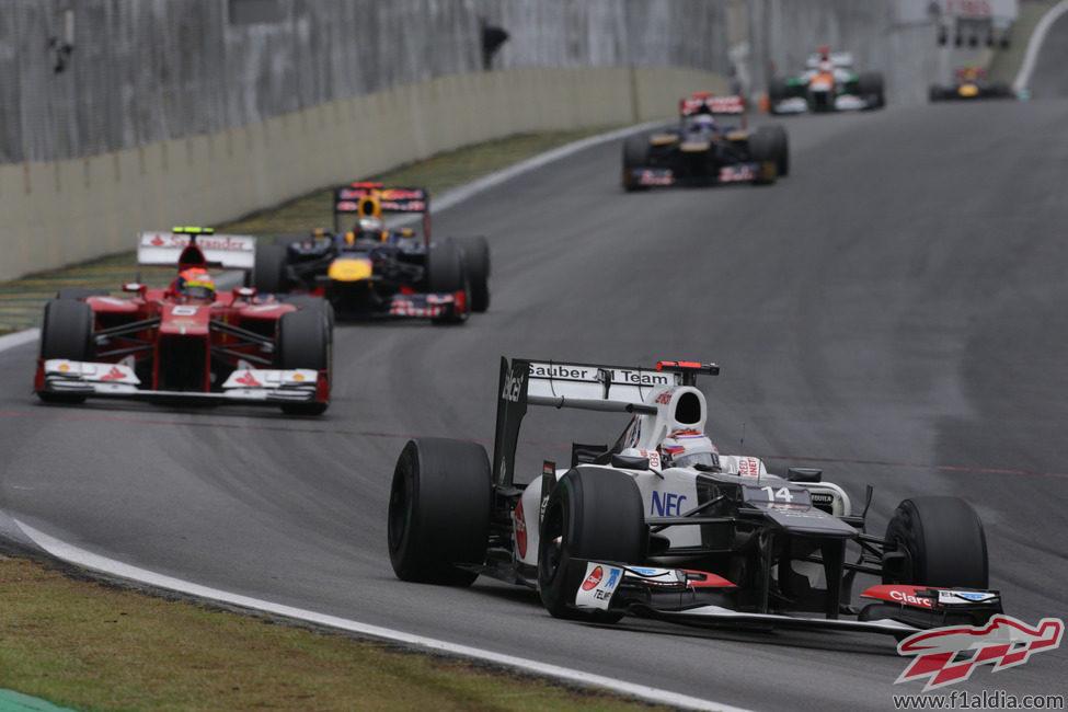Kamui Kobayashi completa otra vuelta en Interlagos