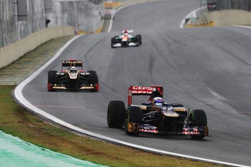 Daniel Ricciardo acabó fuera de los puntos en Brasil