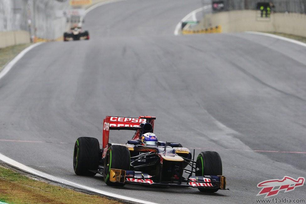 Daniel Ricciardo exprime su STR7 en el GP de Brasil 2012