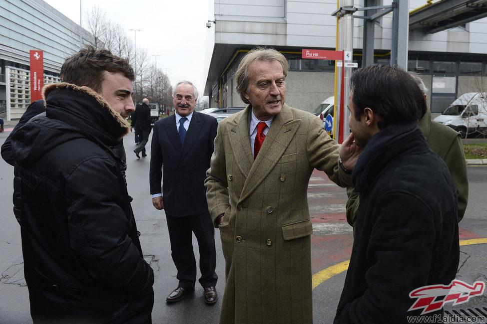 Luca di Montezemolo saluda a sus pilotos a la entrada