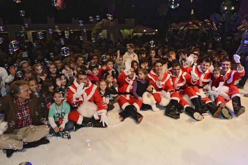 Los niños con Fernando Alonso y Felipe Massa