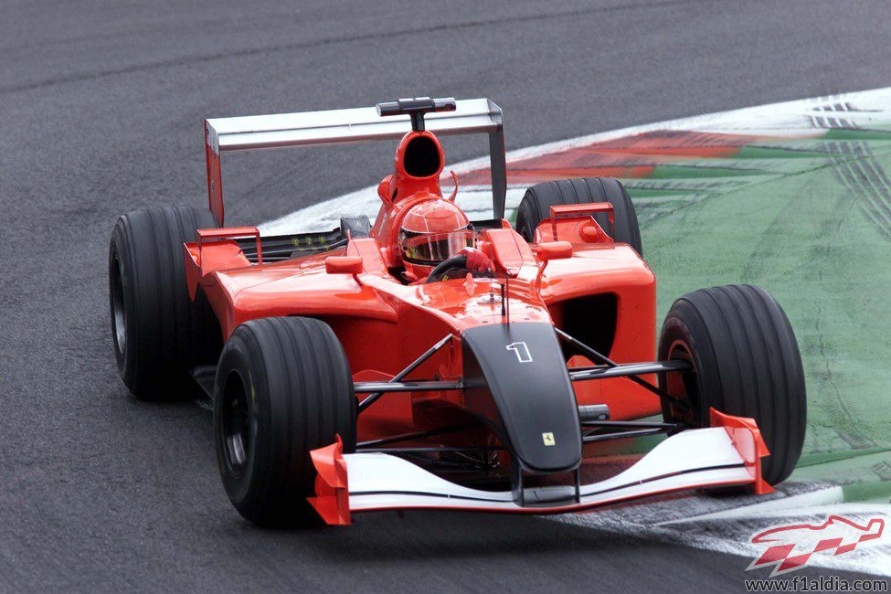 El Ferrari F2001 teñido de negro en duelo a las víctimas del 11-S