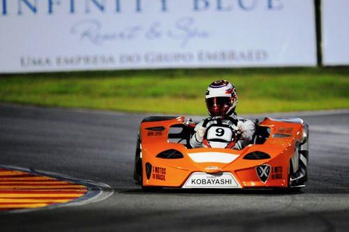 Kamui Kobayashi luce kart en los entrenamientos