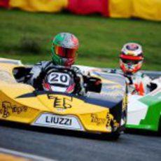 Vitantonio Liuzzi adelanta a Jules Bianchi en los entrenamientos del 'Desafío das Estrelas'