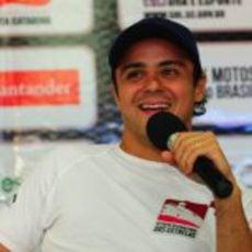 Felipe Massa da la bienvenida a los participantes del 'Desafío das Estrelas' 2013