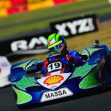 Felipe Massa en pista con su kart de 2013