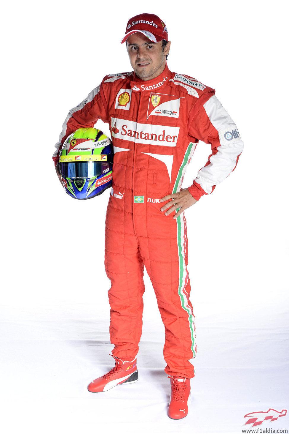 Felipe Massa se enfunda la nueva equipación de la Scuderia