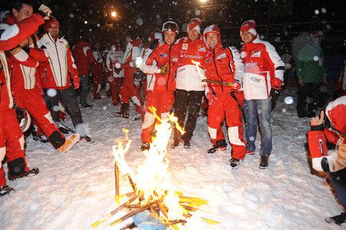Junto a los compañeros de Ducati y la hoguera