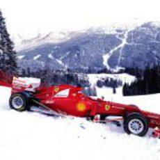El Ferrari F2012 en la nieve