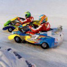 Fernando Alonso sobrepasa a Felipe Massa sobre el hielo