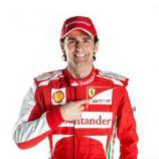 Pedro de la Rosa vestido de Ferrari