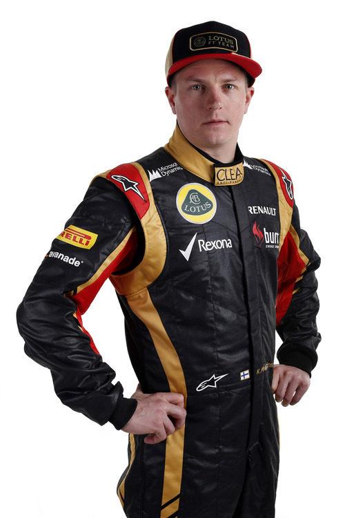 Kimi Räikkönen con la equipación de Lotus para 2013