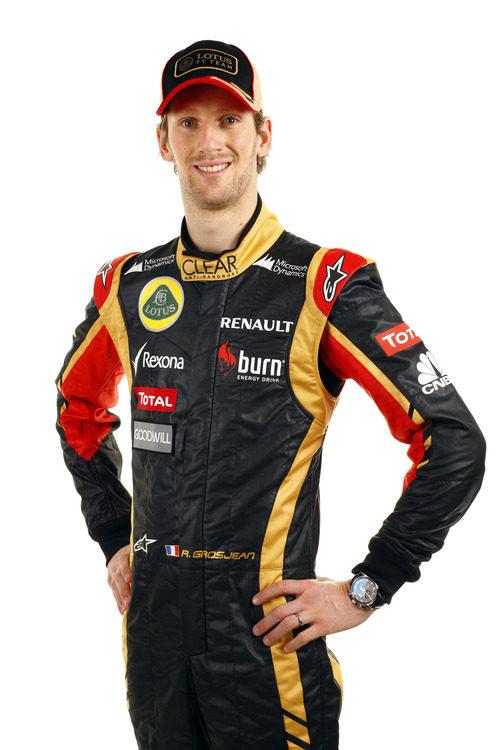 Romain Grosjean posa con la equipación de Lotus para 2013