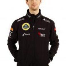 Romain Grosjean posa con la ropa de Lotus para 2013