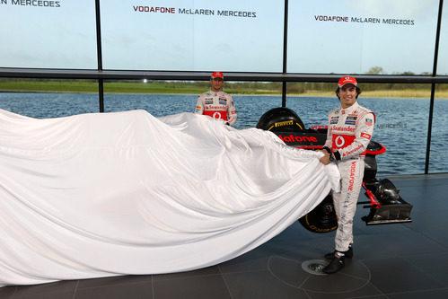 Jenson Button y Sergio Pérez destaparon el nuevo McLaren MP4-28