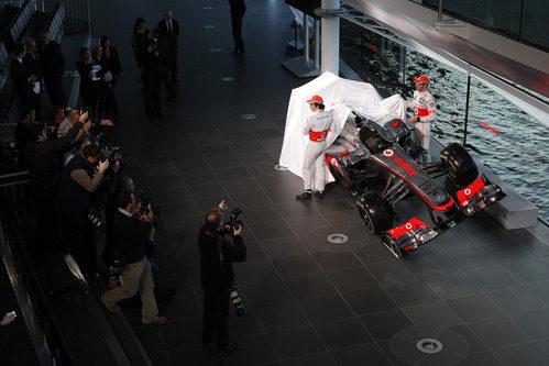 Sergio Pérez y Jenson Button destapan el McLaren MP4-28 de 2013
