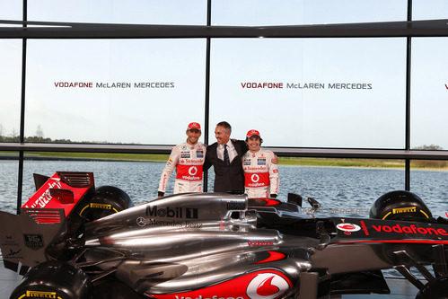 Button, Whitmarsh y Pérez muy alegres en la presentación del MP4-28